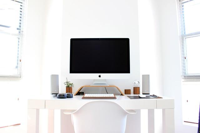 pracovní stůl, výzdoba